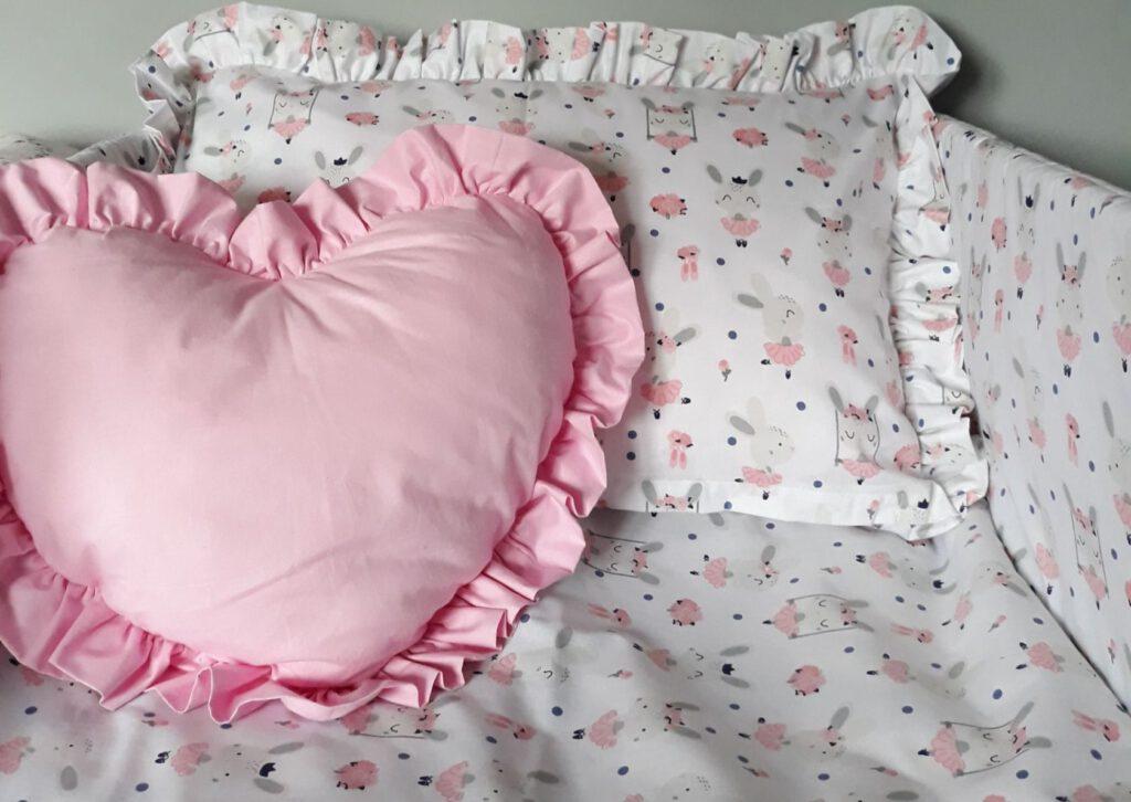 Pościel do łóżeczka, na co zwrócić uwagę przy wyborze?